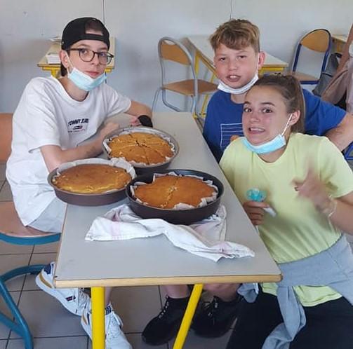 Les élèves de 3ème confectionnent des gâteaux